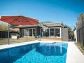 'Rotating Cantilever Umbrellas (SU7) Sydney 8